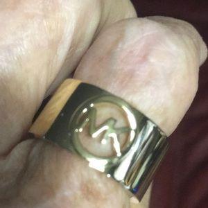 MICHAEL KORS FULTON RING Sz7.IN GOLD PLATE MK LOGO